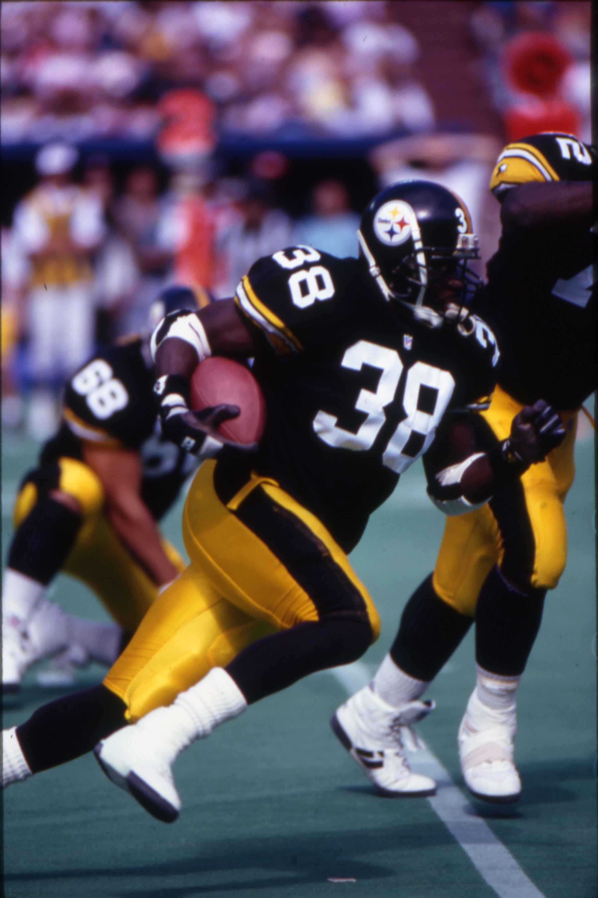 Tim Worley running for the Pittsburgh Steelers.