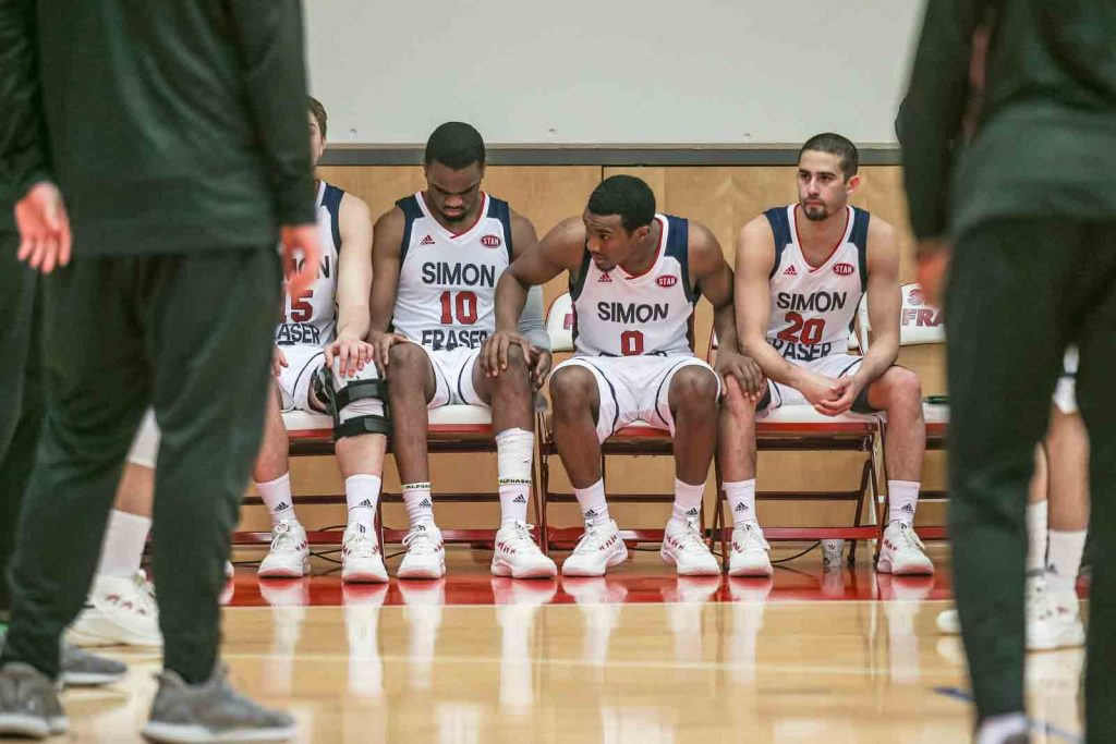 Othniel Spence on the bench with teammates.